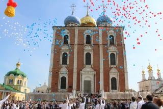 Глава Рязани Владислав Фролов принял участие в городском празднике «Последний звонок – 2017»