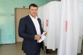Владислав Фролов проголосовал на выборах депутатов городской Думы