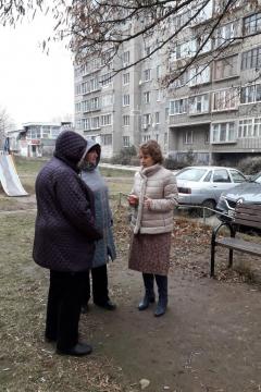 Лариса Максимова проинспектировала детские площадки