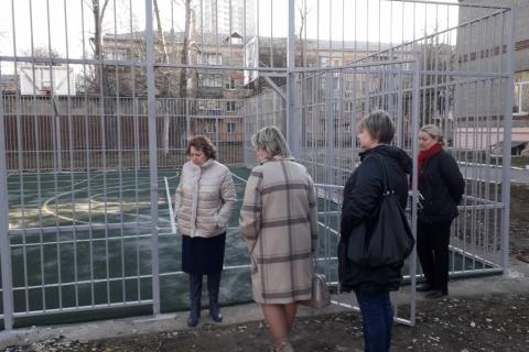 Лариса Максимова проверила новую баскетбольную площадку