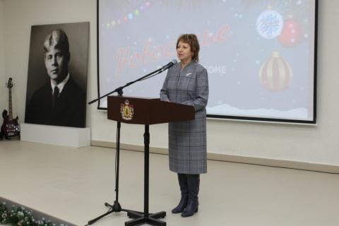 Лариса Максимова поздравила городскую библиотеку имени С. А. Есенина с новосельем