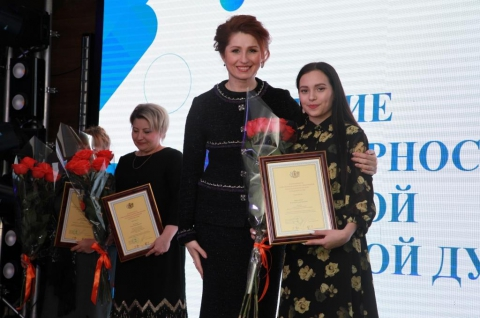 Юлия Рокотянская наградила лучших рязанских добровольцев