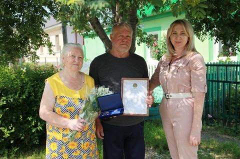 Рязанцы, прожившие полвека в браке, получили медаль «За любовь и верность»