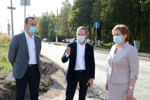 Роман Худяков проверил ход ремонта на дорогах