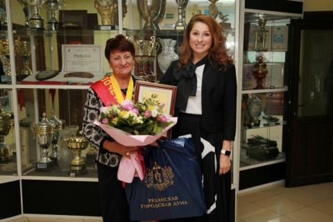 Юлия Рокотянская поздравила с днем рождения Почетного гражданина Рязани Зинаиду Курицыну