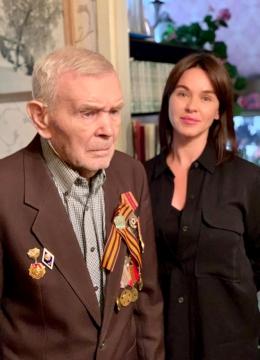 Инна Орешина поздравила ветерана Ивана Гапонова