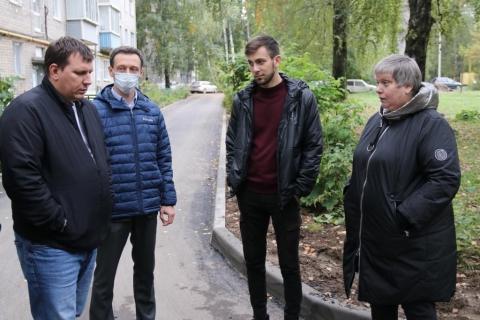 Сергей Дейнего проверил качество ремонта двора в Приокском